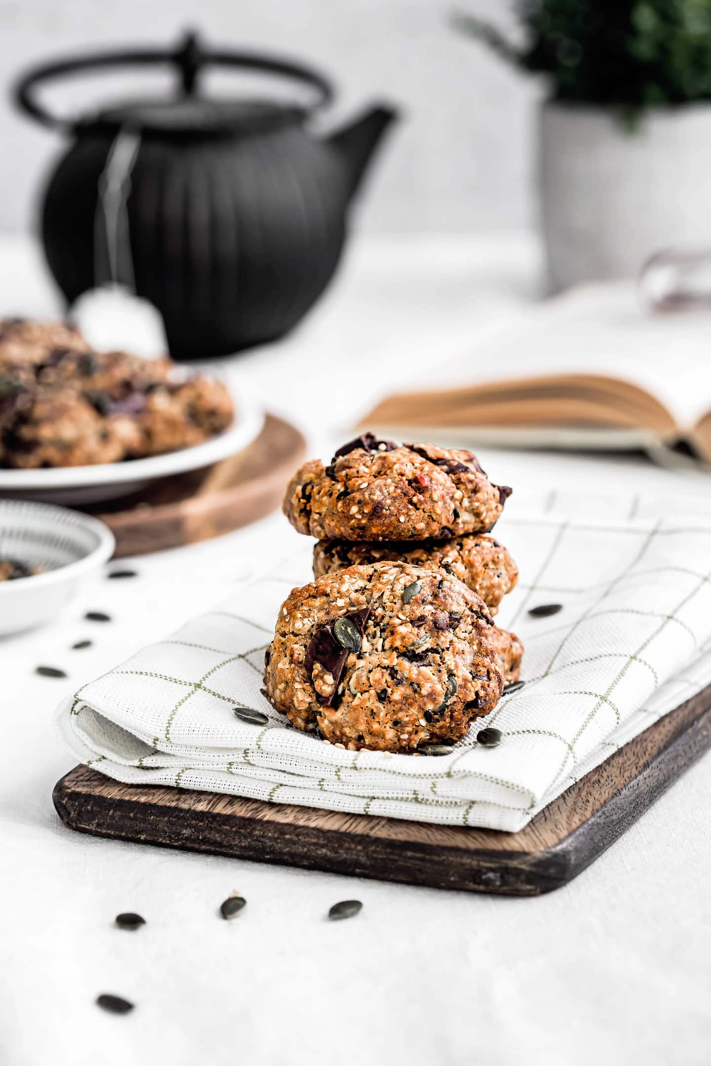 Multigrain cookies and chocolate